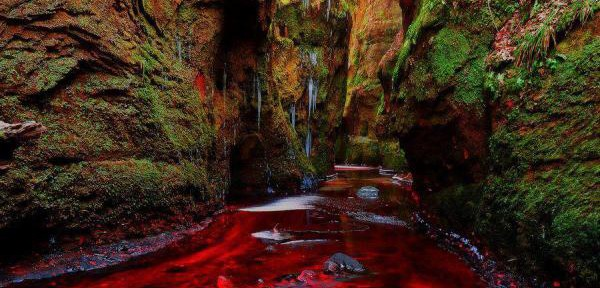 Blood-River,-Devil's-Pulpit,-Gartness,-Scotland.jpg